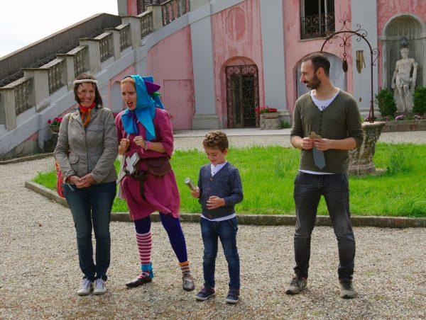 Il giullare durante le visite animate per bambini al castello di San Giorgio Monferrato