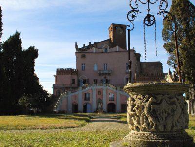 Facciata barocca del Castello di San Giorgio Monferrato - visite guidate